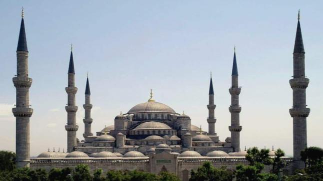 المساجد التركية تدعو رواد خطبة الجمعة للحذر من دعوات التحريض ضد السوريين