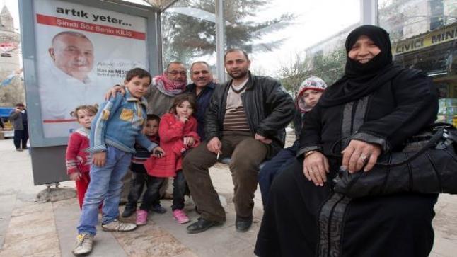 أتراك يتوافدون على عائلات سورية في ولاية باطمان جنوب شرق البلاد