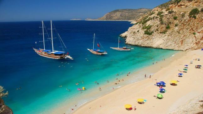 """454 شاطئا في تركيا يحصل على صفة """"الأعلام الزرقاء"""" لأفضل الشواطئ عالميا"""