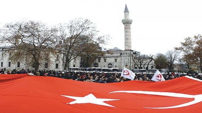 بعد دراستها عن الإسلام لمدة 17 سنة .. ألمانية تدخل الإسلام في مرسين التركية