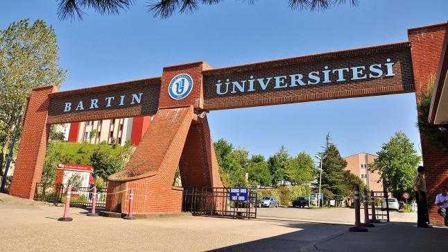 """إفتتاح التسجيل في جامعة """"بارتين"""" وجامعة """"جناق قلعة"""" للطلاب الأجانب"""